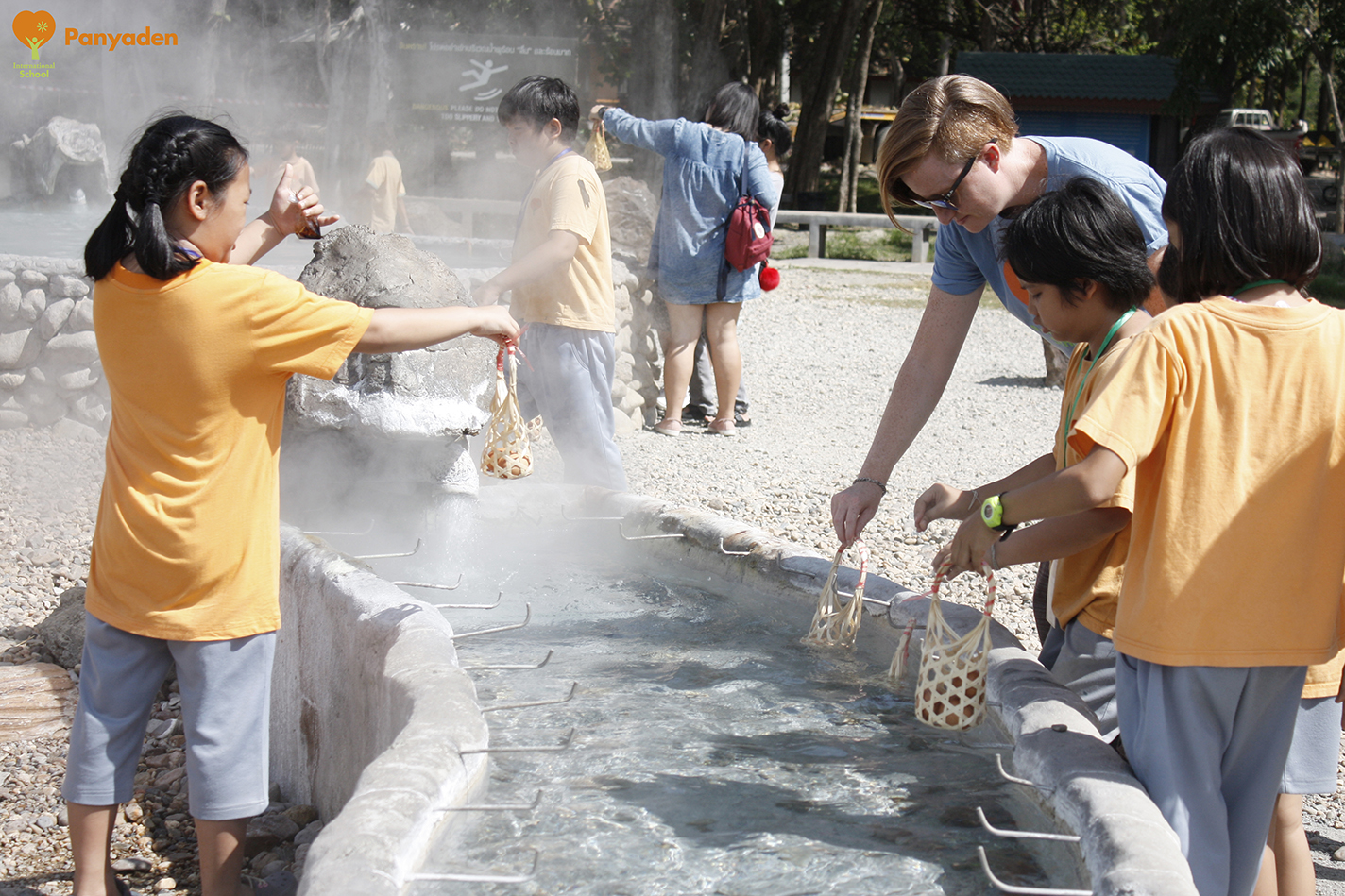 Boiling eggs in the hot springs - Panyaden Year 4 field trip