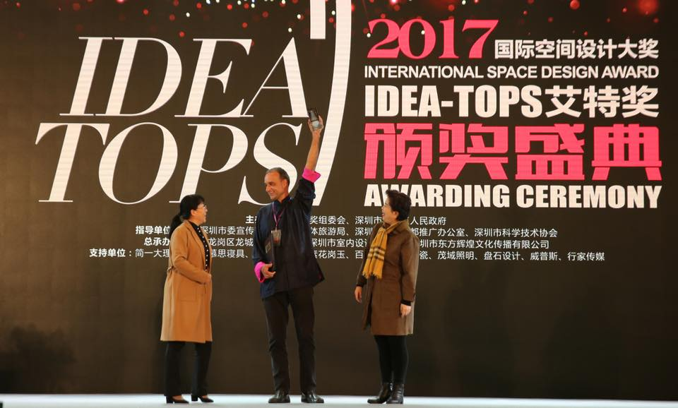 Chiangmai Life Construction/Architects and co-founder of Panyaden Markus Roselieb receiving the Best Ideas architecture award in Shenzhen