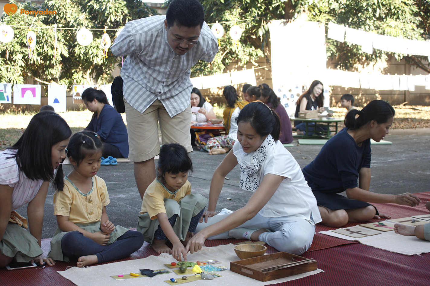 Panyaden Budding Day 1 - student shows parents what they have learnt