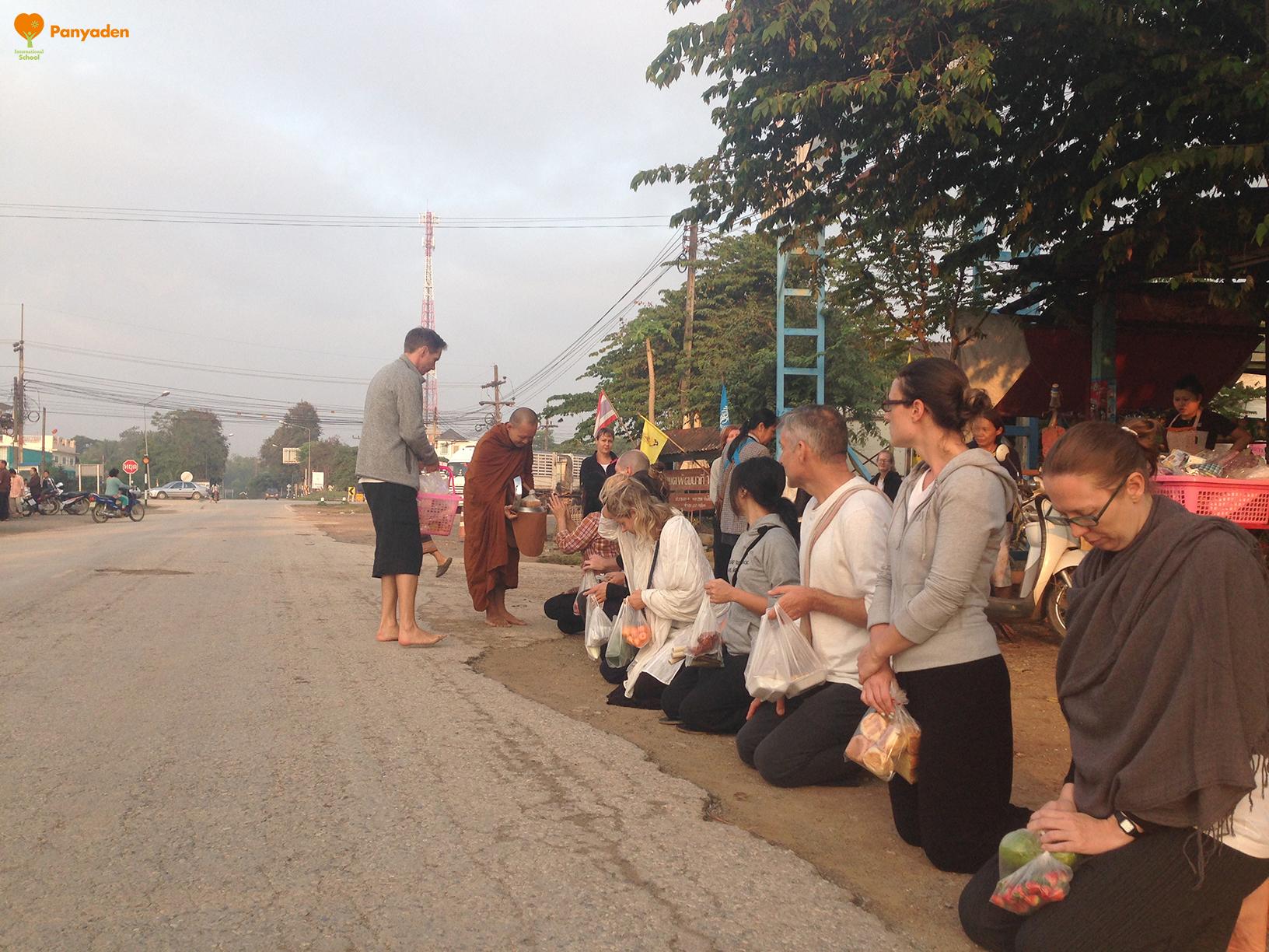 Panyaden teacher meditation retreat 2017 - morning alms