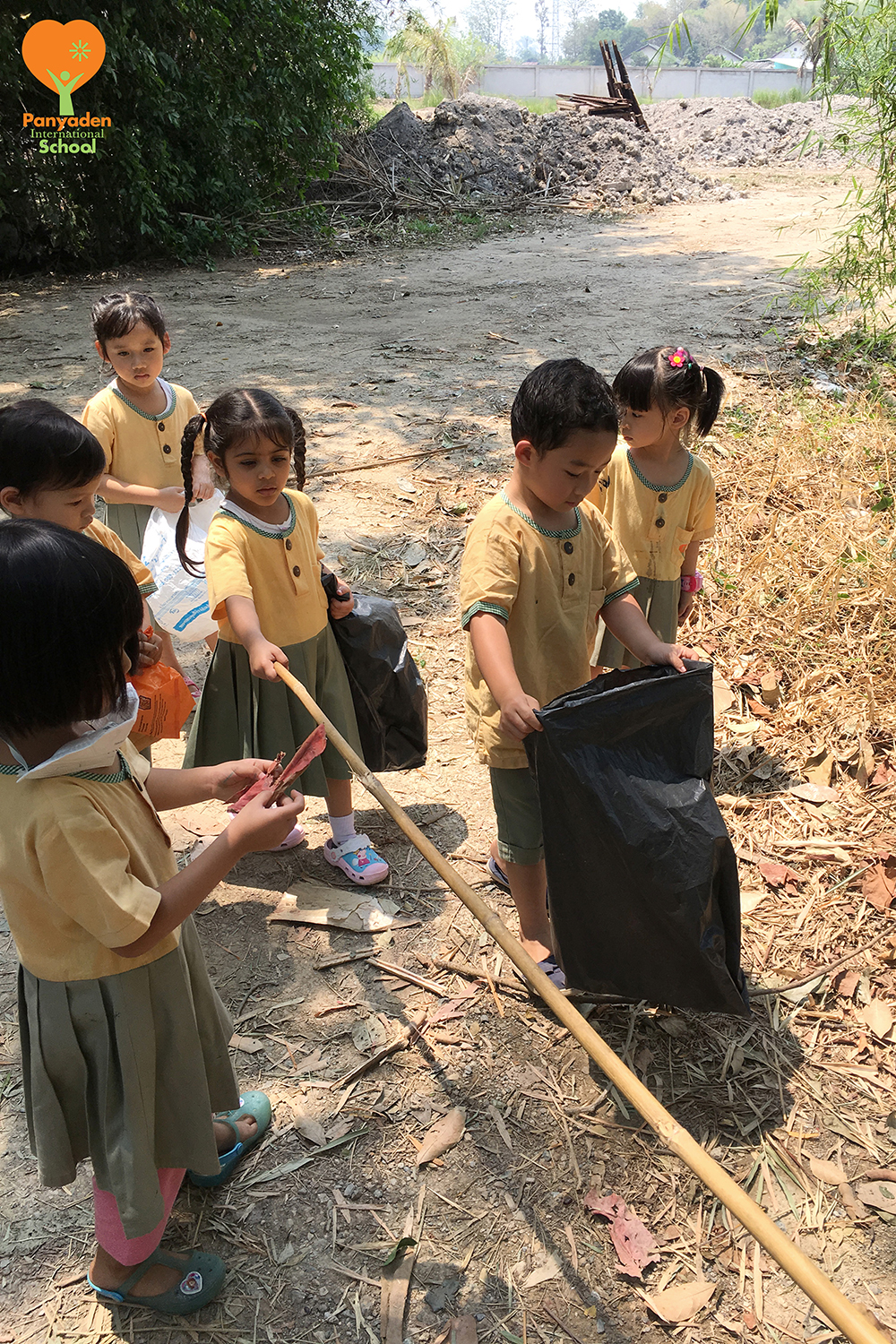 Panyaden Kindergarten Earth Day cleaning