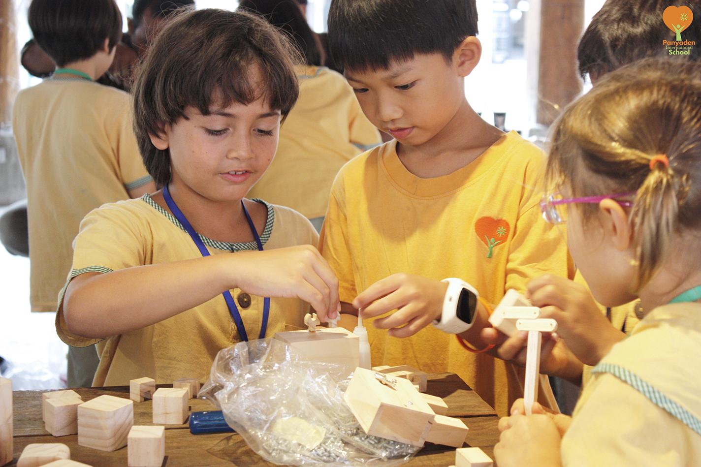 Panyaden Year 3 (Y3) music box workshop - fun making robot music boxes